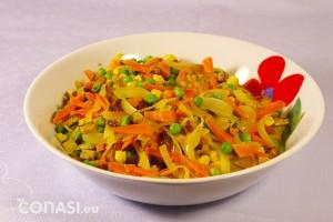 Verduras salteadas con tofu, cocinadas con el wok