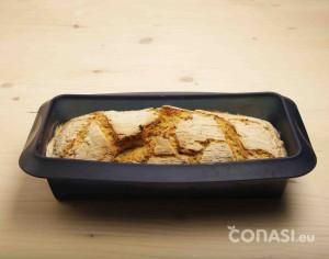 Pan sin gluten Bauckhof horneado en molde Lurch de silicona platino
