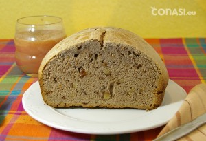 Corte del pan de leche, pasas y nueces, de nuestra clienta Carmen Hernández