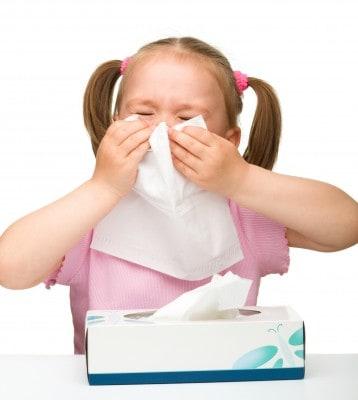 Niña con rinitis