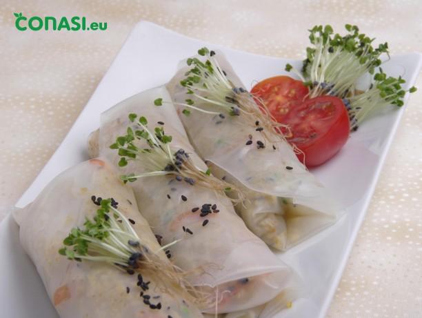 Rollitos de quinoa con brotes de albahaca