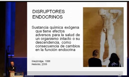 """Imagen de Nicolás Olea en la conferencia sobre """"Pesticidas, detergentes, plásticos y las consecuencias sobre nuestra salud."""""""