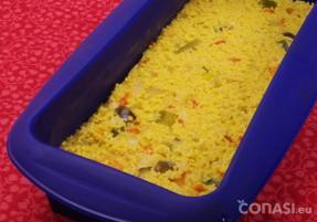 Se compacta dentro del molde de silicona y al horno