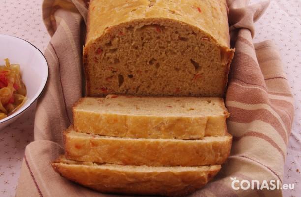 Pan de cebolla y pimientos caramelizados