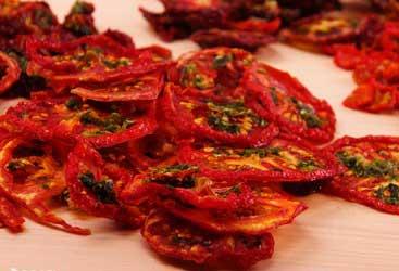 Tomates deshidratados y aliñados