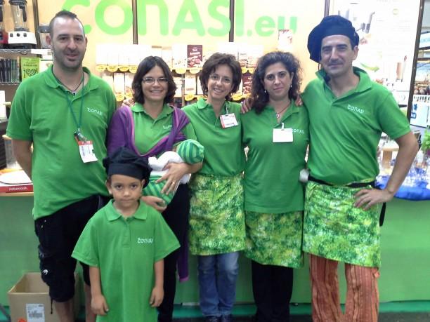 El equipo Conasi junto a Odile y sus peques