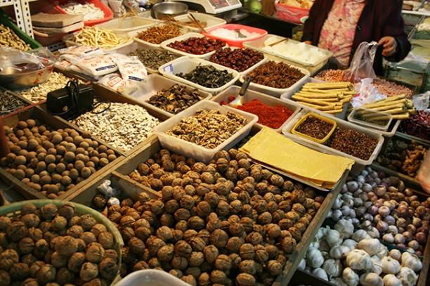 Puesto con especias y condimentos en China