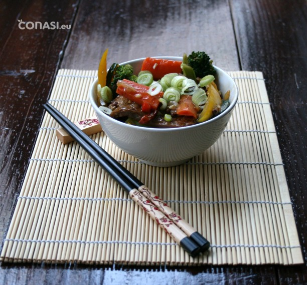 Salteado de seitán y verduras
