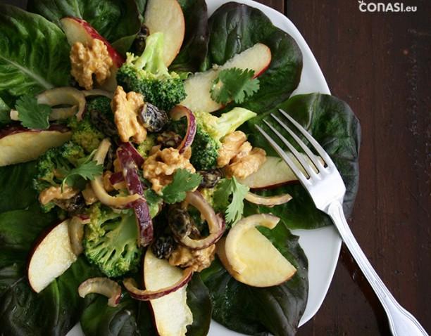Ensalada de brócoli, manzana y nueces