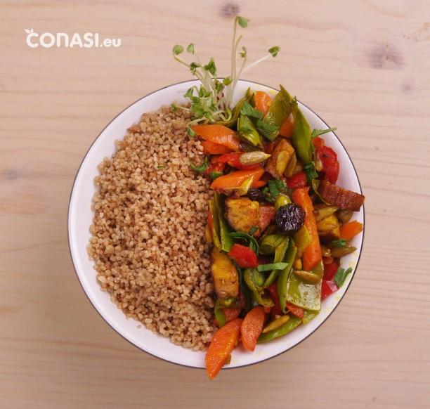 Cuscús de mijo y trigo sarraceno, con verduras y tofu