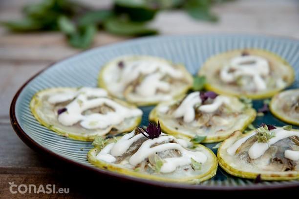 Raviolis crudiveganos de calabacín rellenos de pesto de pistachos