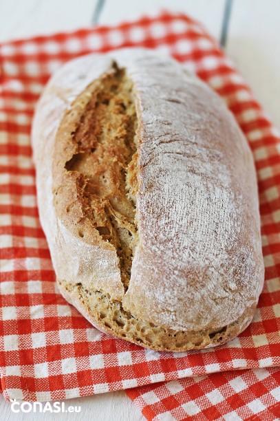 Pan casero hecho con harina de espelta y de legumbres, nosotros le hemos puesto de garbanzos