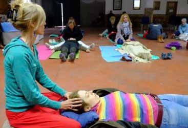 Masaje de chakras en cabeza