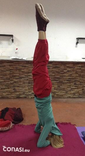 Postura invertida sobre la cabeza