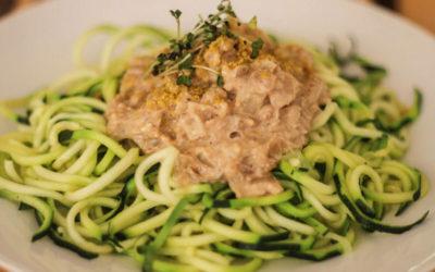 Espaguetis de calabacín con salsa de nueces