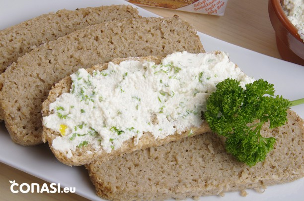 Rebanadas de pan de avena sin gluten con queso