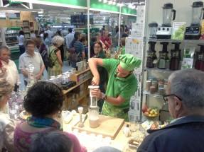 Preparando una bebida vegetal con la Chufamix