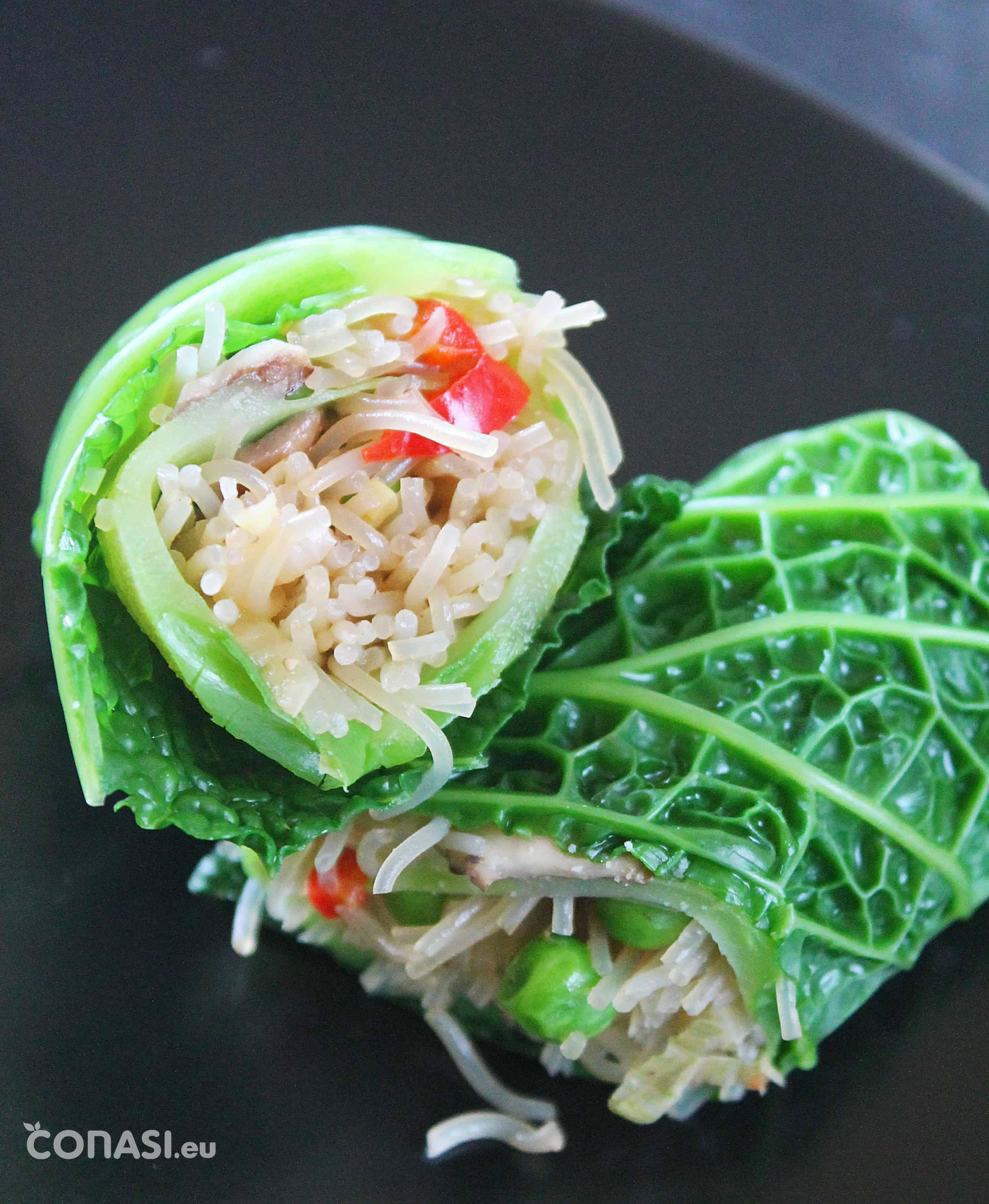 Rollitos de col rellenos de fideos de arroz