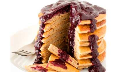 Tortitas sin gluten con mermelada de arándanos
