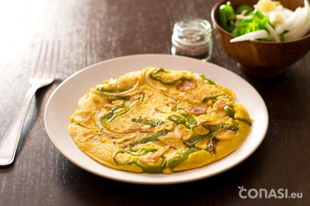 Tortilla de pimiento verde y cebolla sin huevo
