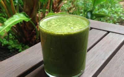 Batido verde aromático de melocotón y chía