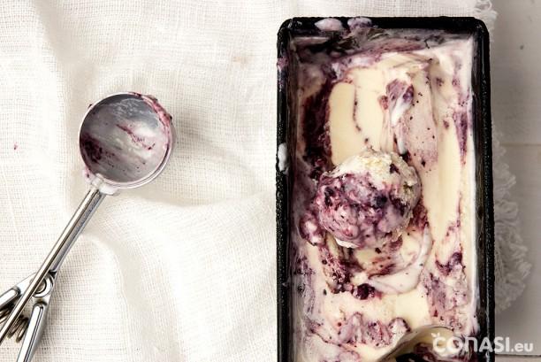 Helado de yogur hecho en la heladera de Unold