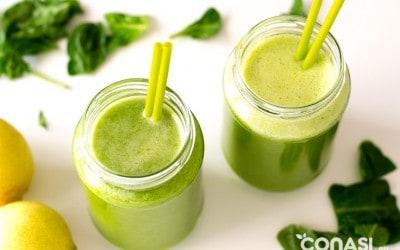 Zumo de hojas verdes y frutas