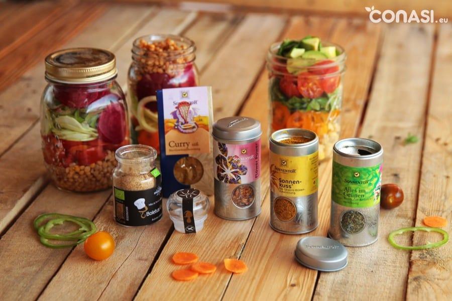 Especias Sonnetor que podemos añadir a nuestras ensaladas, o setas molidas de Hifas da Terra