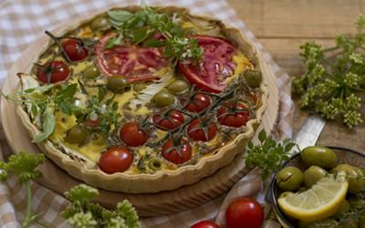 Quiche de tomate, cebolla y aceitunas