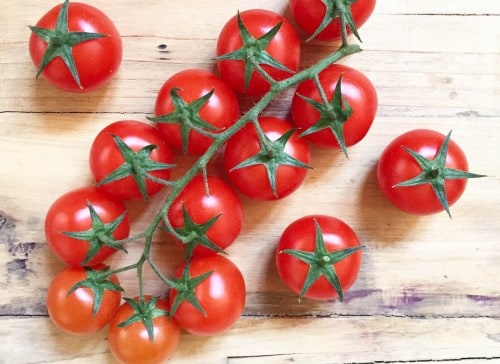 tomates-cherry-fruta-roja-veraniega