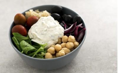 bol de legumbres, cereales y verduras