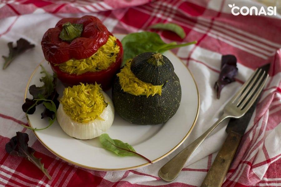 dolmas, verduras rellenas de arroz