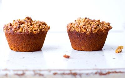 Muffin de Cúrcuma Latte con crumble de sarraceno