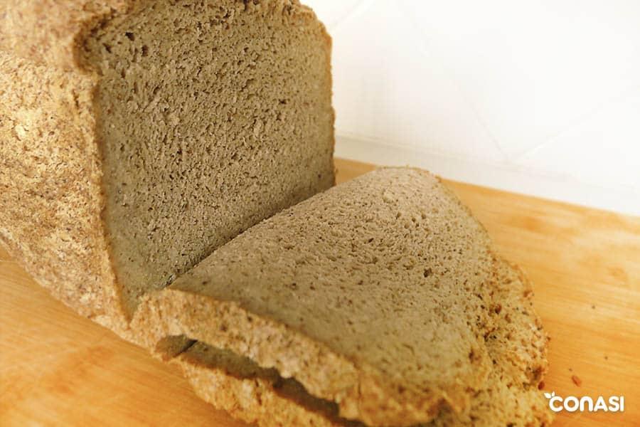Aprende a hacer pan sin gluten de sarraceno con masa madre en panificadora.