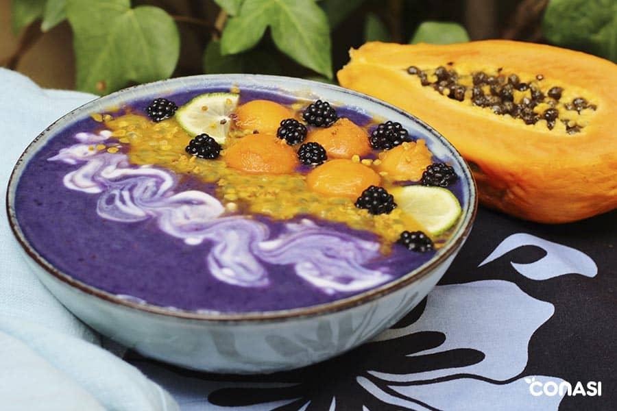 smoothie bowl azul para postre, desayuno o merienda