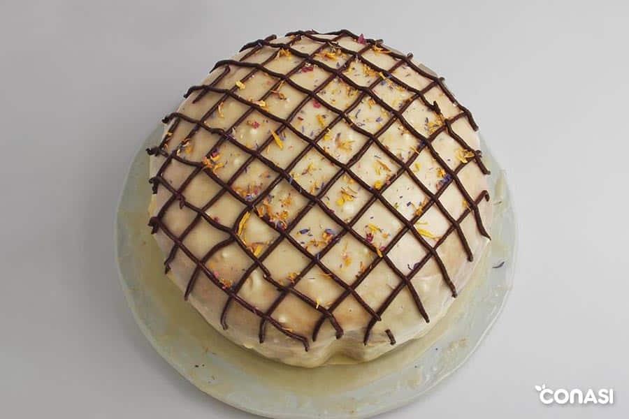 pastel de limón bauckhof decorado con chocolate