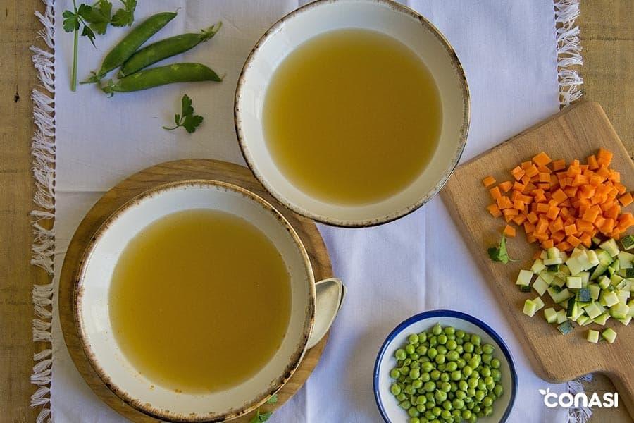 Caldo de verduras casero