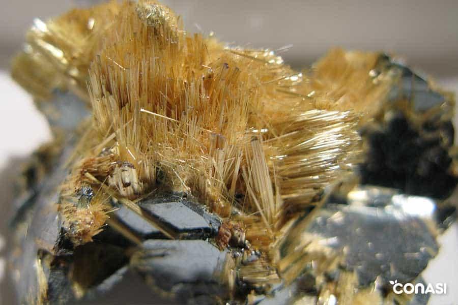 mineral titanio