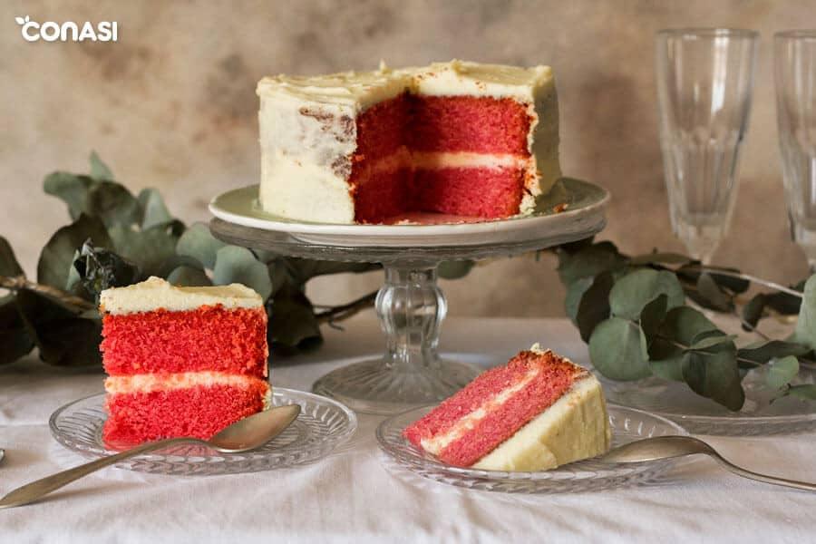 Dos trozos de tarta red velvet