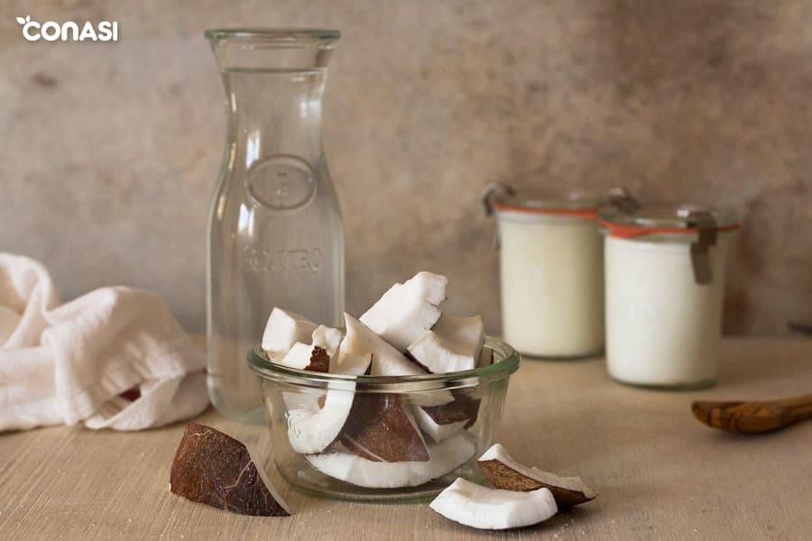 Coco fresco y maduro para hacer yogur de coco