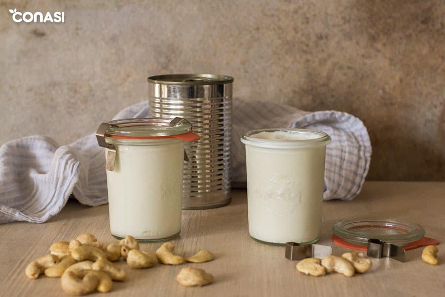 Yogur casero de leche de coco y anacardos en tarros Weck