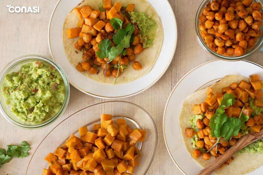 Tacos veganos de boniato y garbanzos