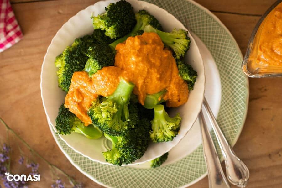 Brócoli al vapor con salsa
