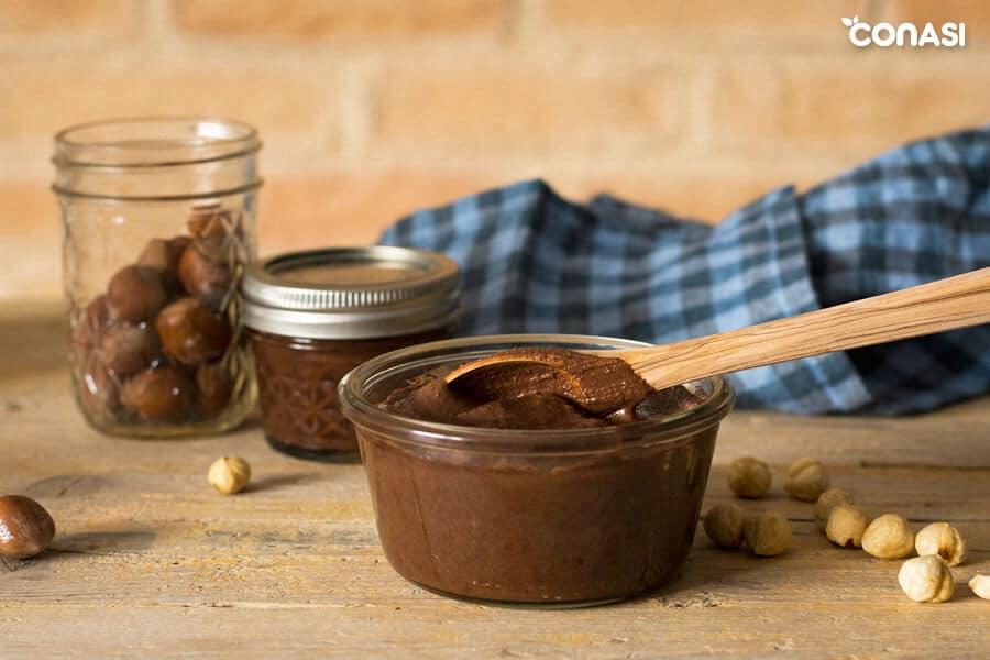 Crema de avellanas y cacao en un tarro de cristal Weck