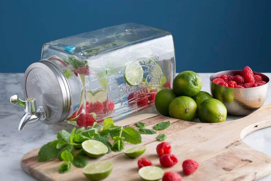 Dispensador de bebidas con aguas saborizada - Cómo preparar aguas saborizadas
