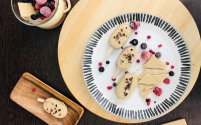 Mini magnum de frutos rojos con chocolate blanco