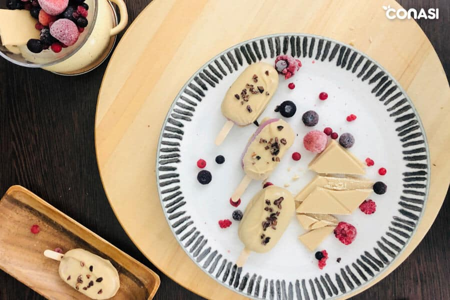 Helados saludables: mini magnum de frutos rojos y chocolate blanco