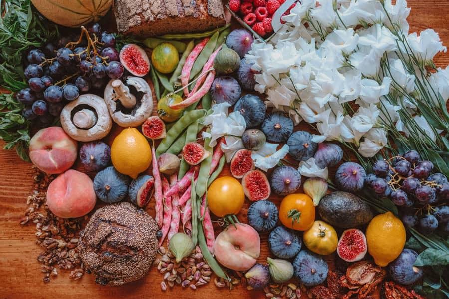 Diferentes vegetales con flores - Cáncer y alimentación vegetariana