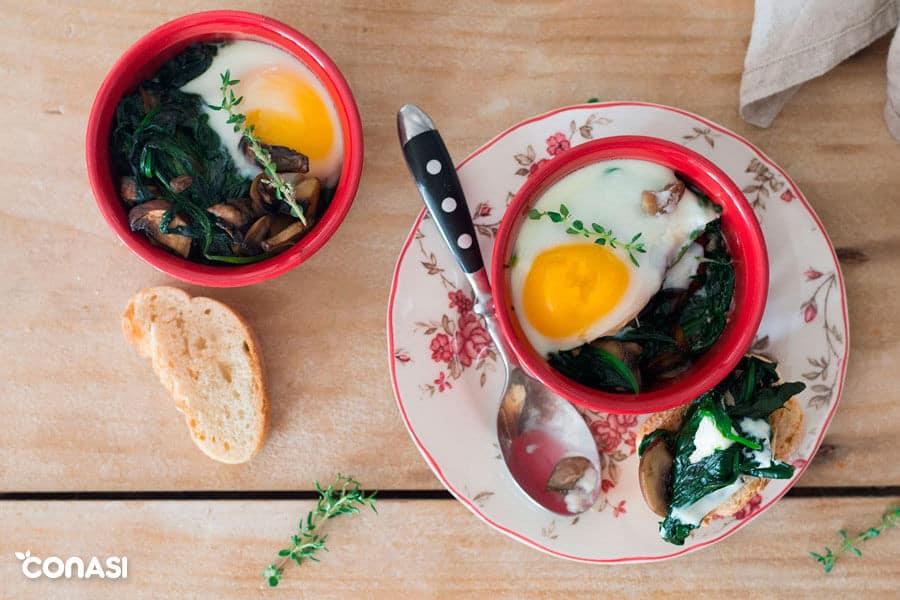 Huevos al horno en ramequines