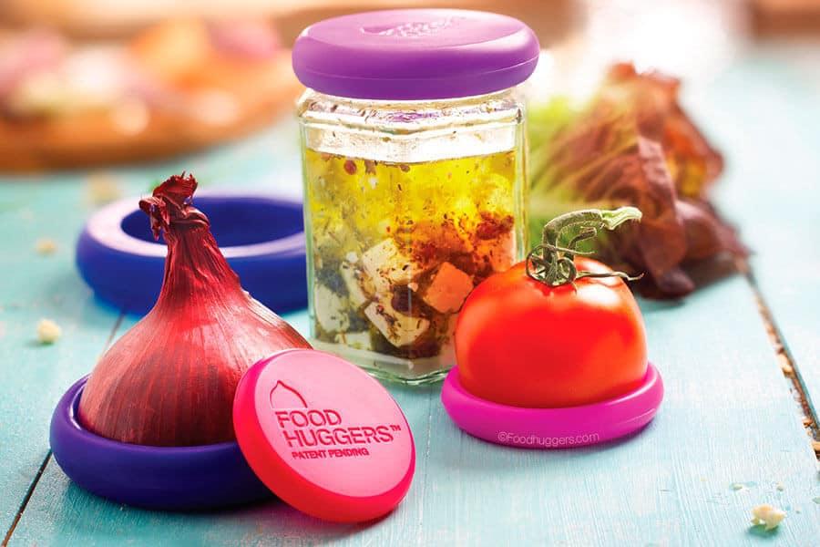Alimentos y un tarro envueltos con tapas Food Hugger - Nevera sin plásticos